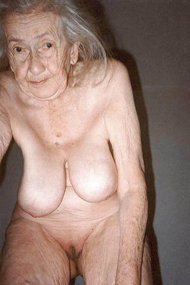 Nude older women pussy
