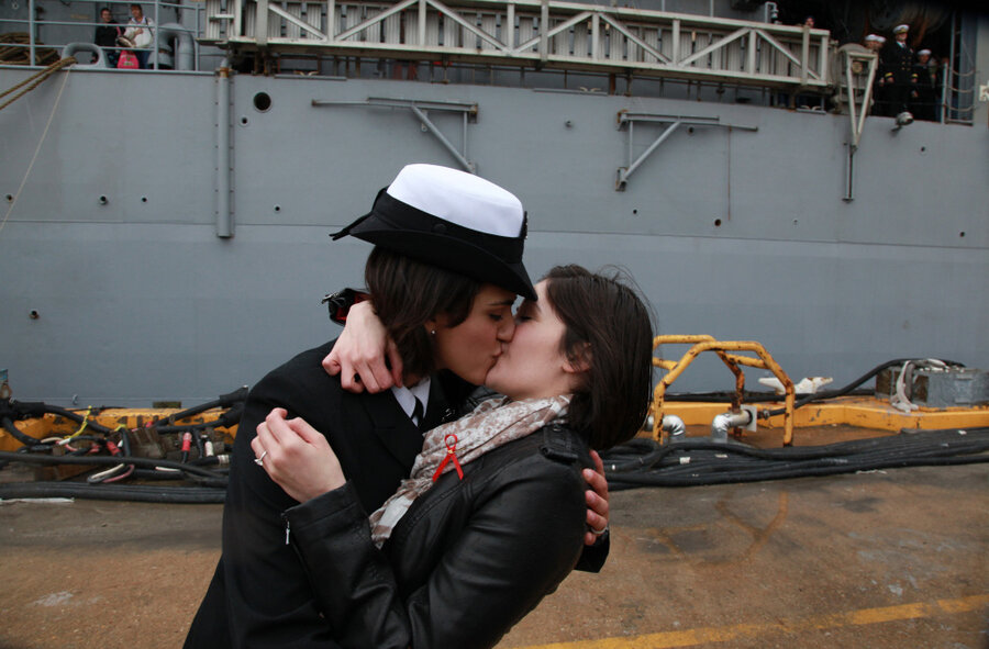 Navy first kiss