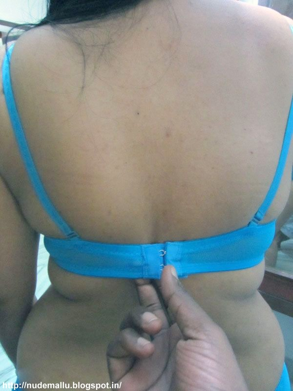 saree Desi removing indian bhabhi