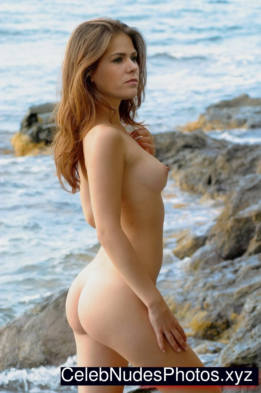 isla fisher blonde naked
