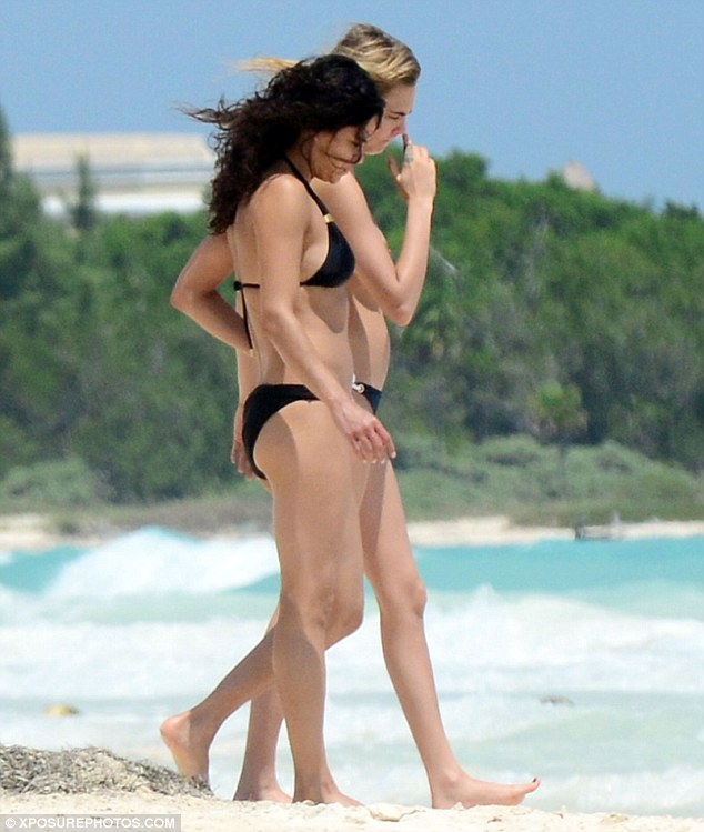 Cara delevingne michelle rodriguez topless