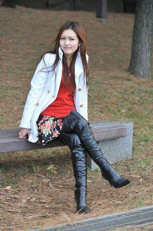 girls wearing boots Hot