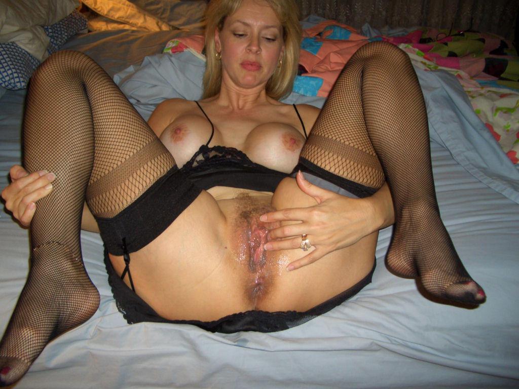 Nasty mature amateur wife nude
