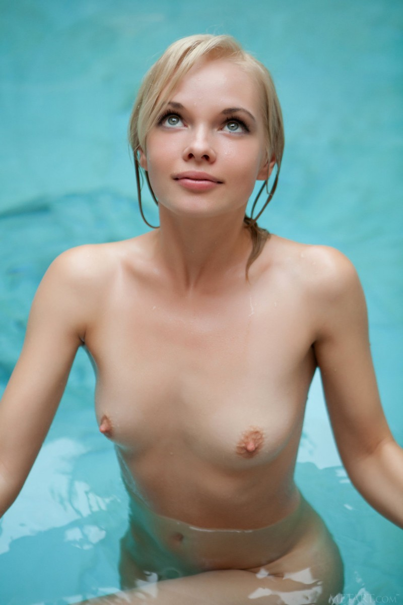Hot naked wet blonde