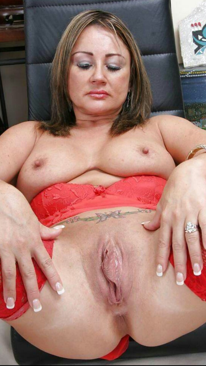 meaty pussy lips Mature