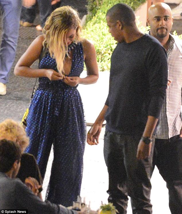 Beyonce wardrobe malfunction nude