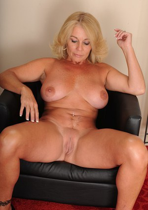 Hot mom sexy mature milf