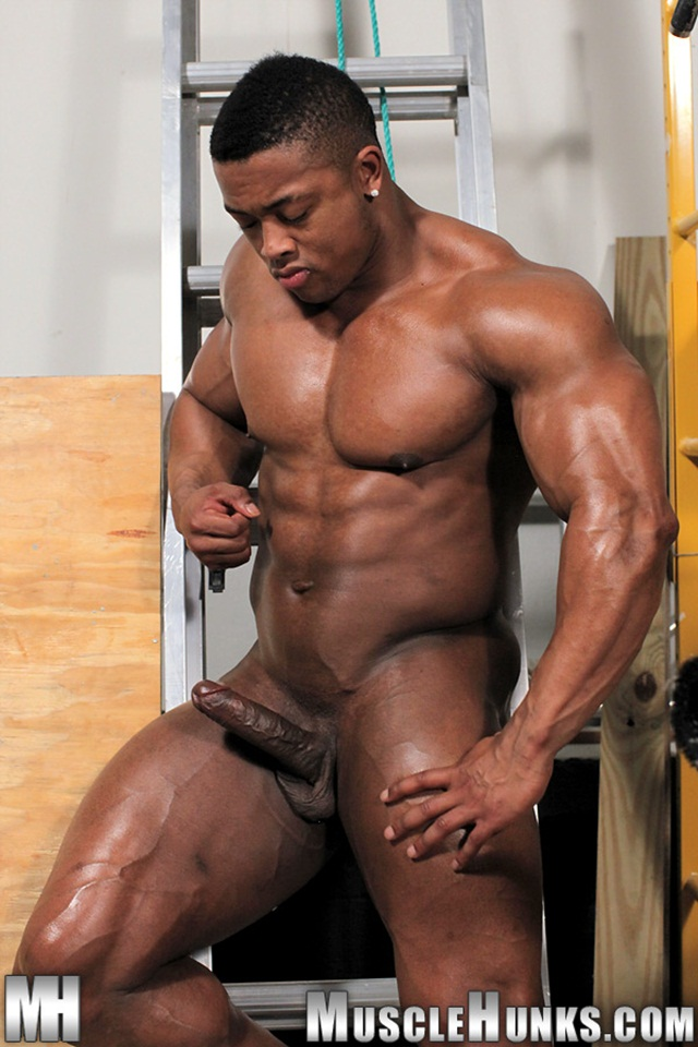 Muscle man naked pic