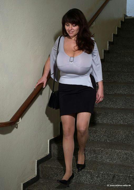 Milena velba pregnancy check