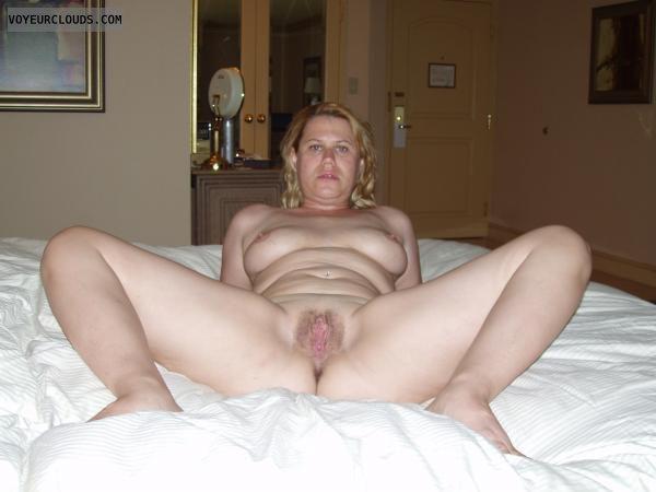 Nude amateur spread pussy
