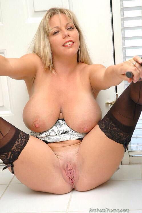Blonde milf with big tits pussy