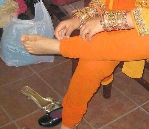 feet Indian aunty
