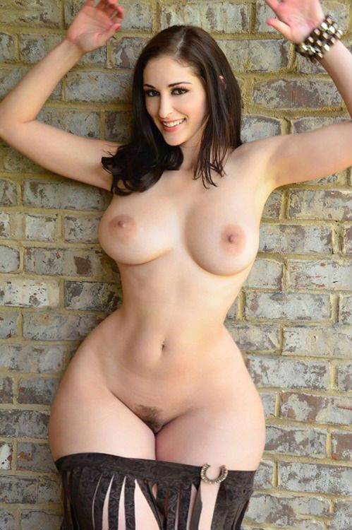Naked women with big hips