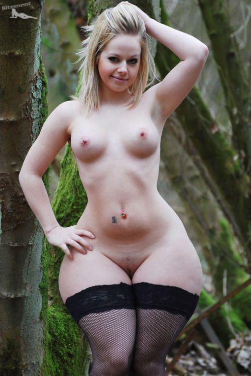 Nude wide hips pussy