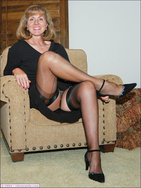 Mature old milfs spreading legs