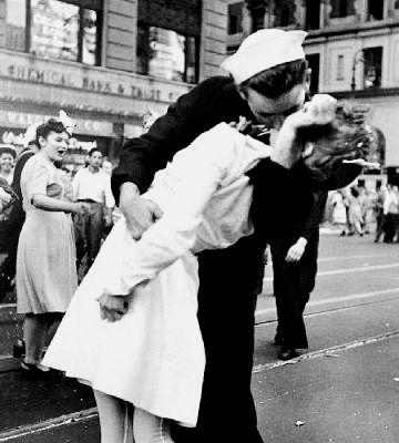Navy first kiss