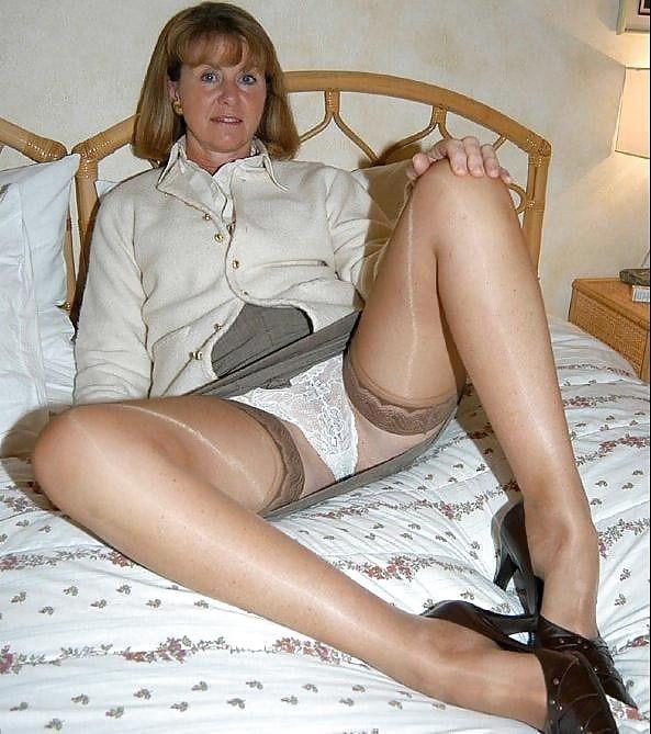 Mature women nylon stockings