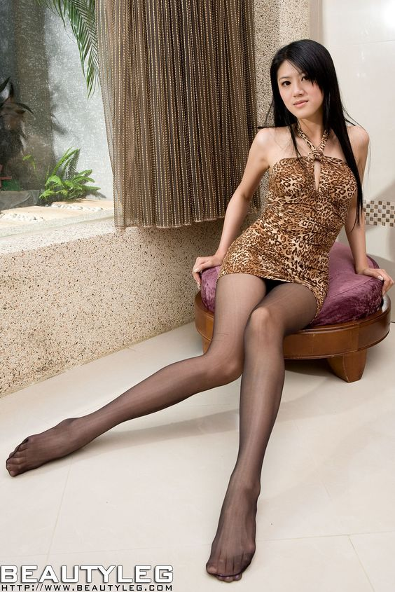 Asian girls in pantyhose