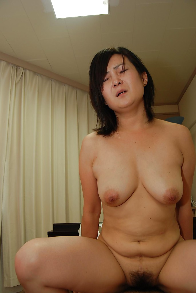 Japanese mature milf hairy pussy