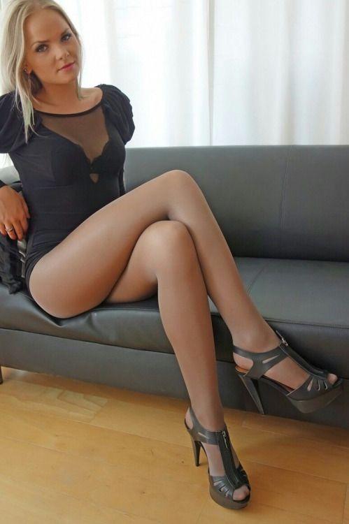 Pantyhose leg tease femdom