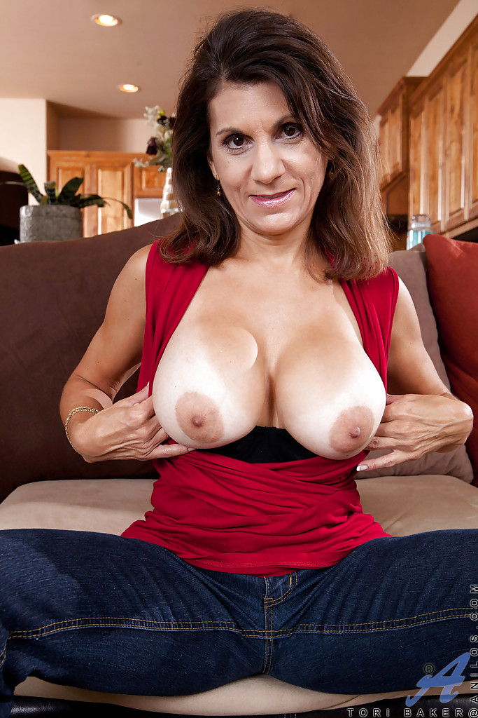 Mature brunette with nice tits