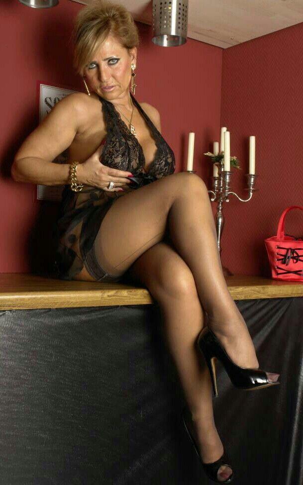 Porn gif mature lady barbara foot pics