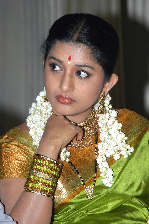 Actress meera jasmine