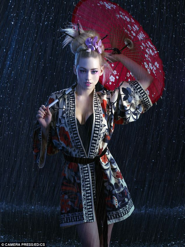 Blonde geisha girl