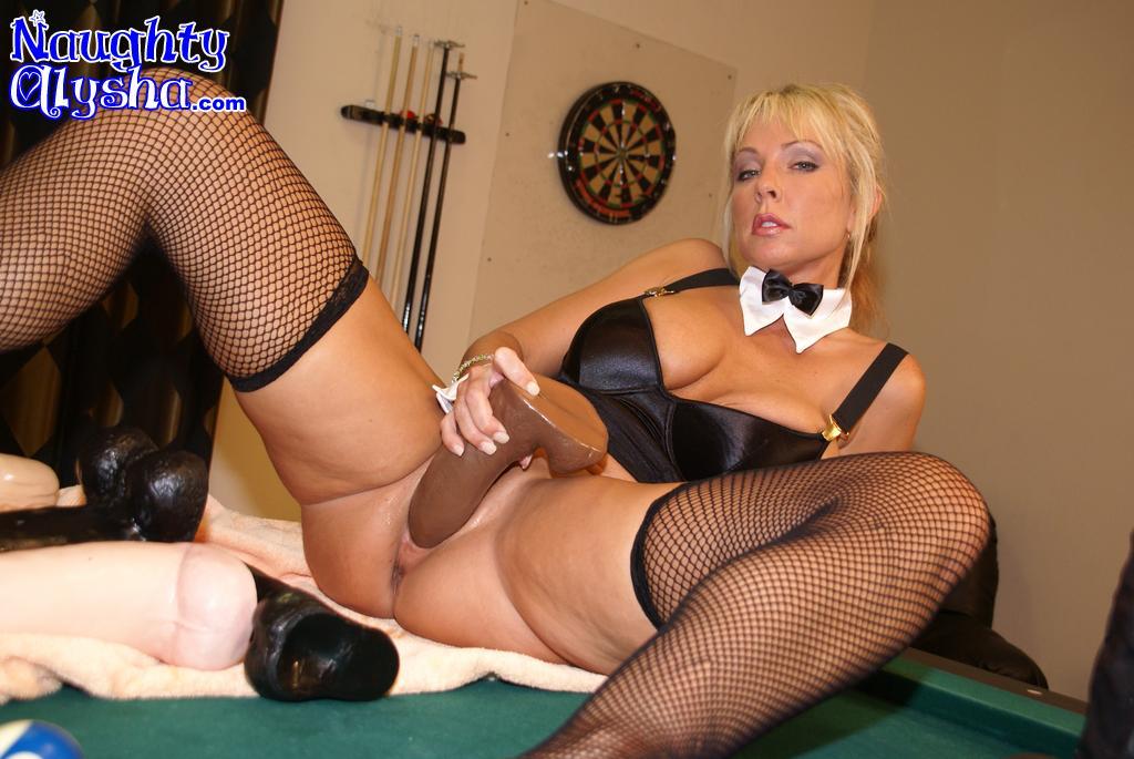 Mature stockings and dildos