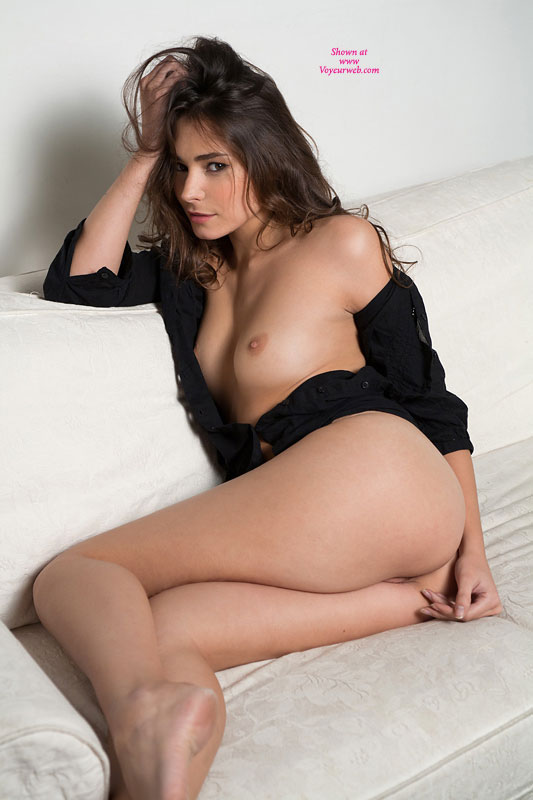 Hot sexy nude brunette shaved pussy