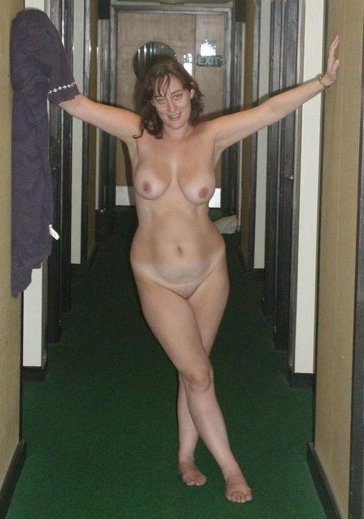 nude Mature brunette wife