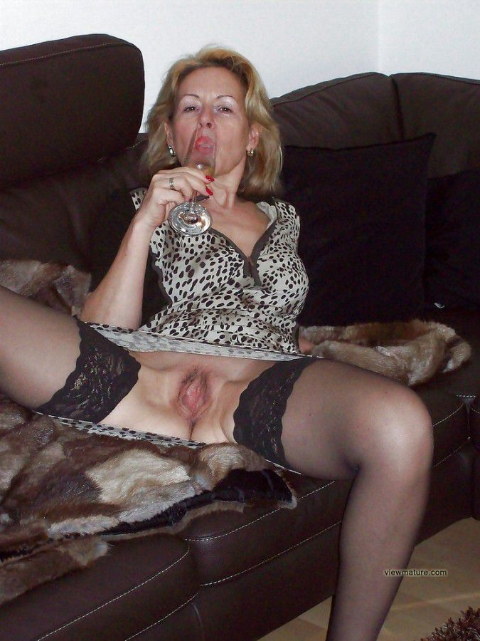 older women Non nude mature