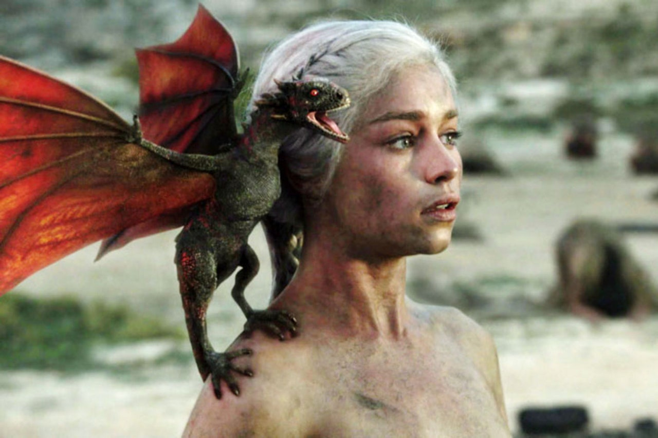 Game of throne emilia clarke dragon
