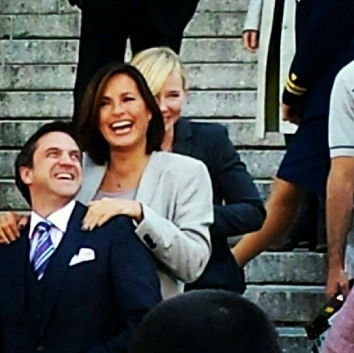 Kelli giddish and mariska hargitay