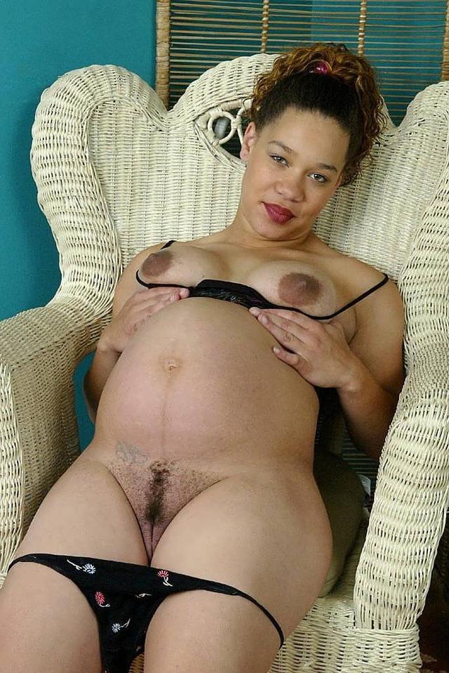 Mature pregnant mom nude