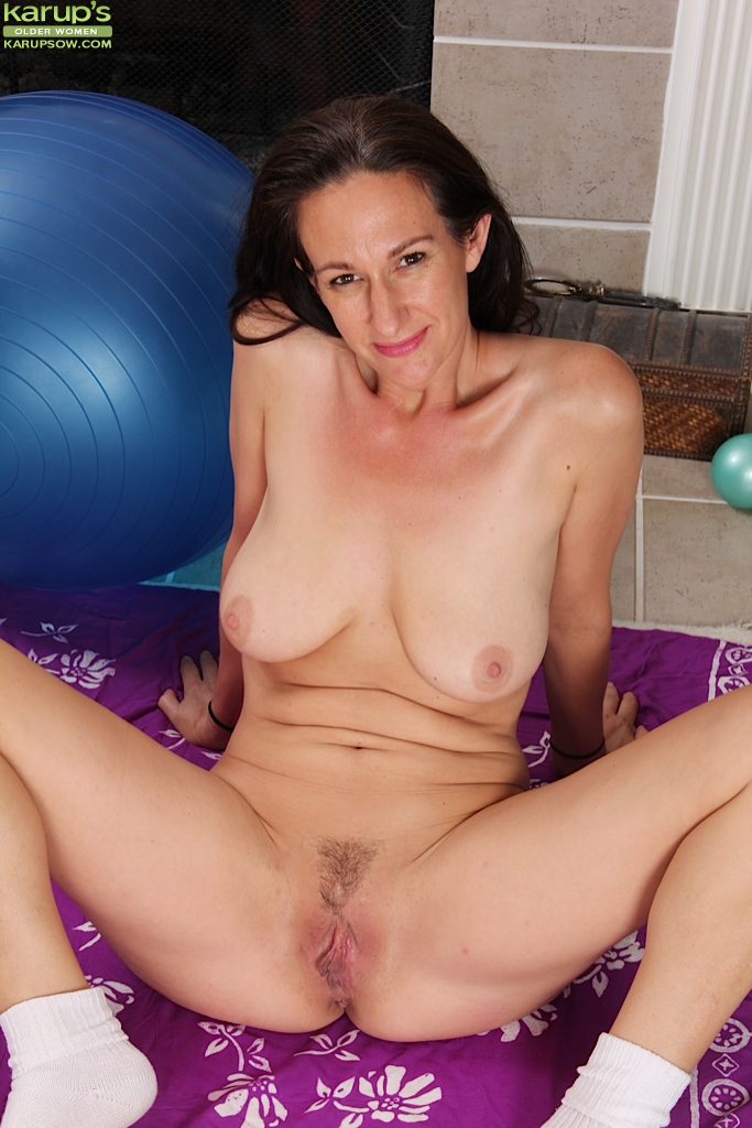 Nude mature wet pussy