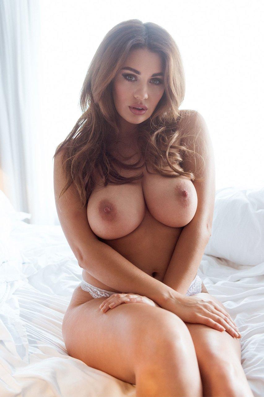 peers nude Holly