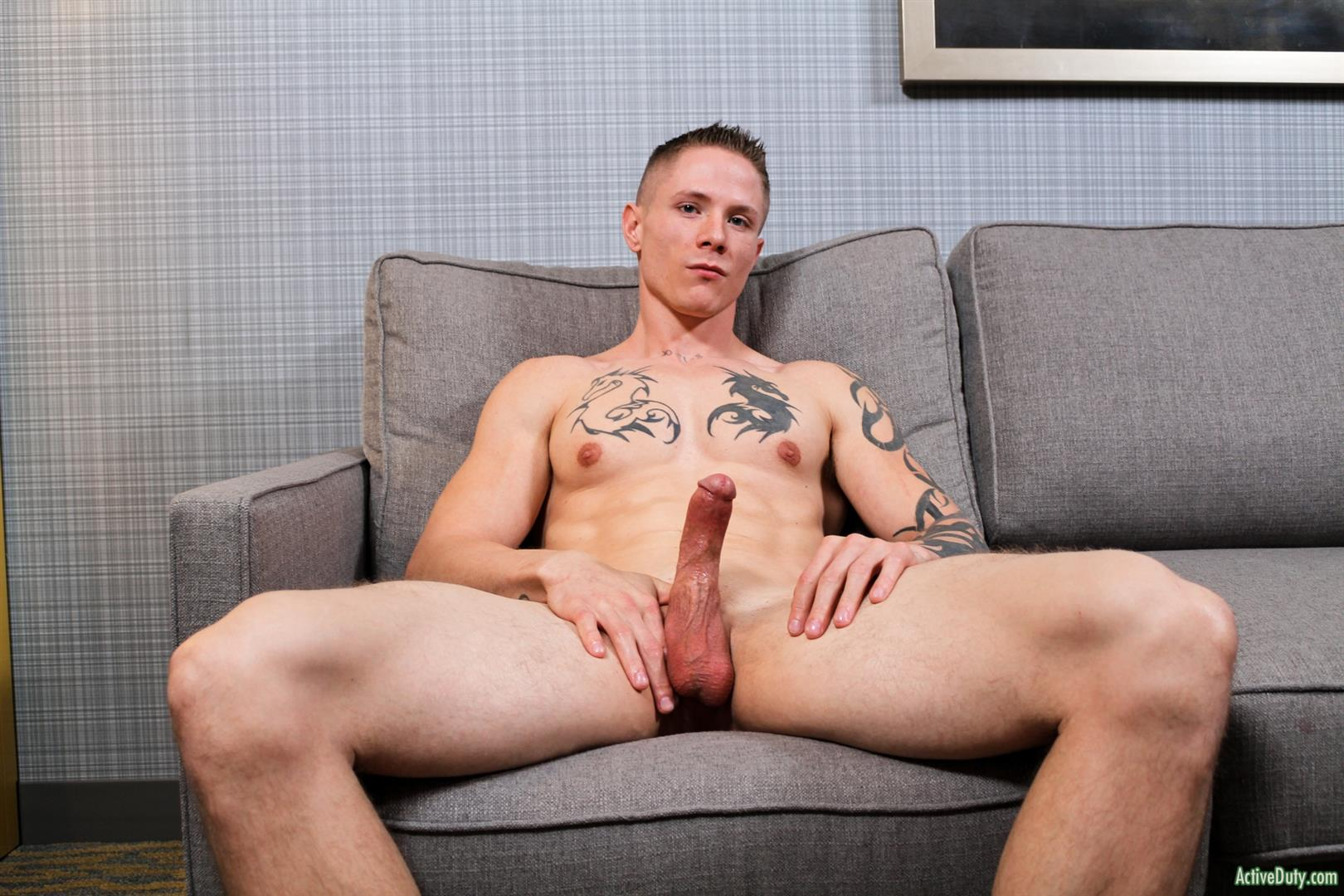 Straight guy jerking off to gay porn