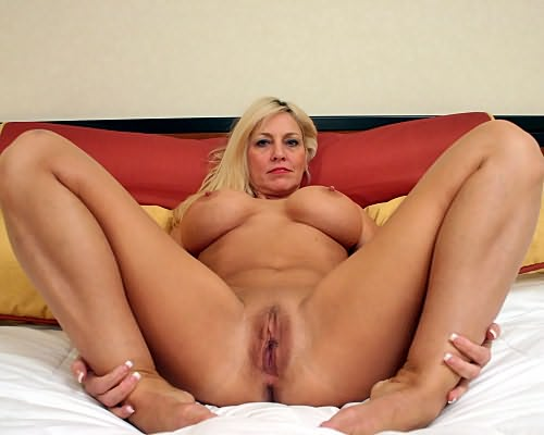 mature pussy spreading