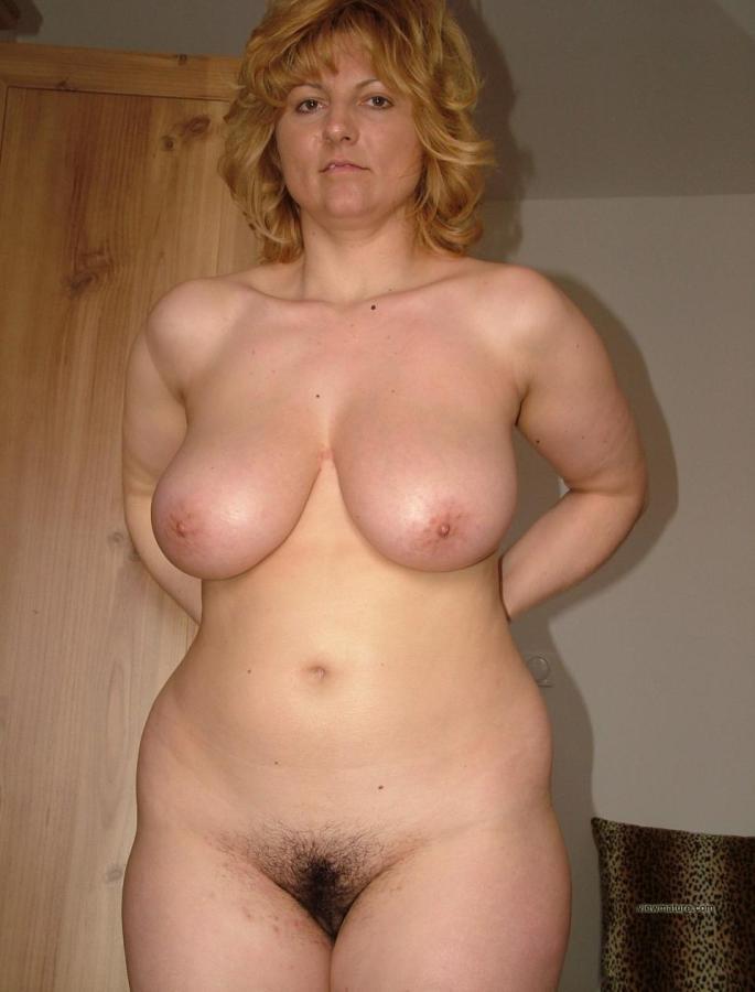 Nude curvy voluptuous women