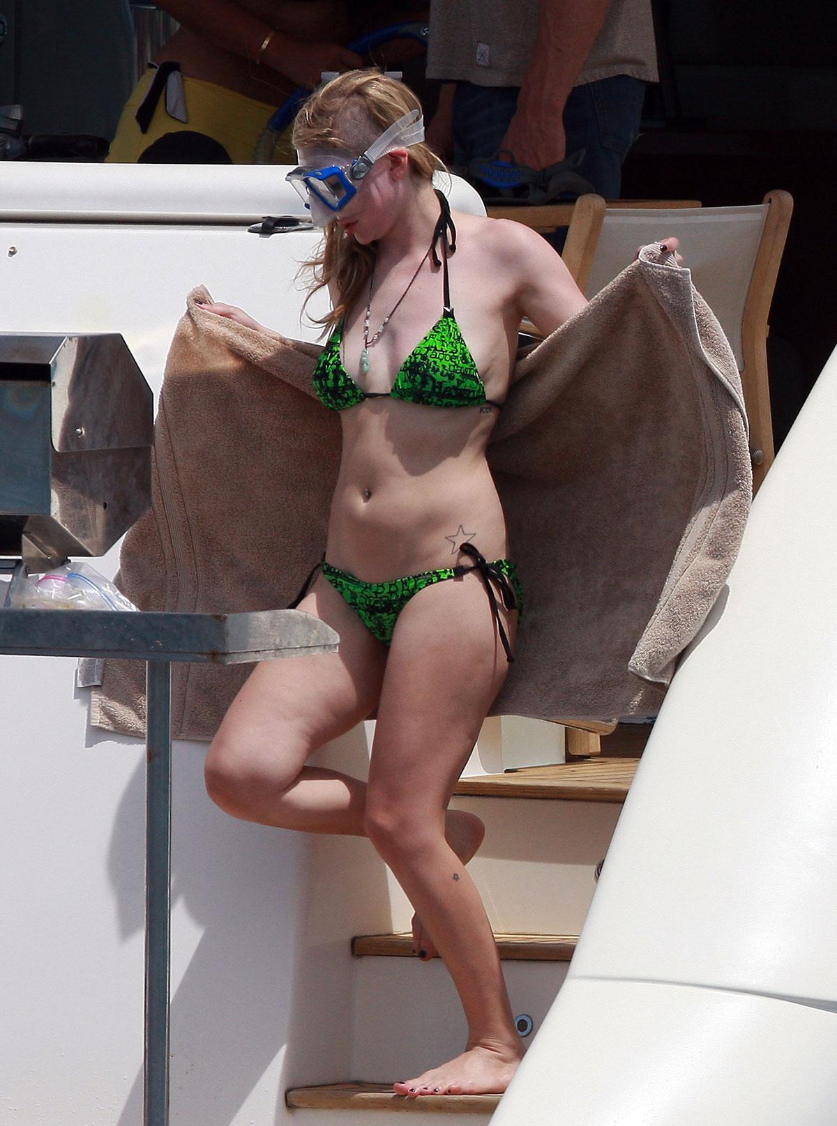 Avril lavigne bikini
