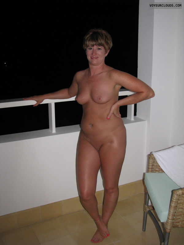 Amateur milf wife swinger