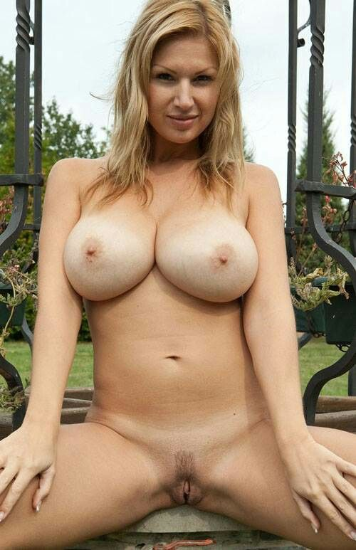 Sexy busty blondes nude