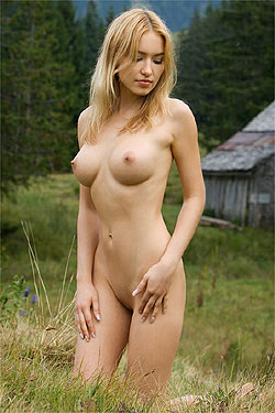 outdoors Nude models
