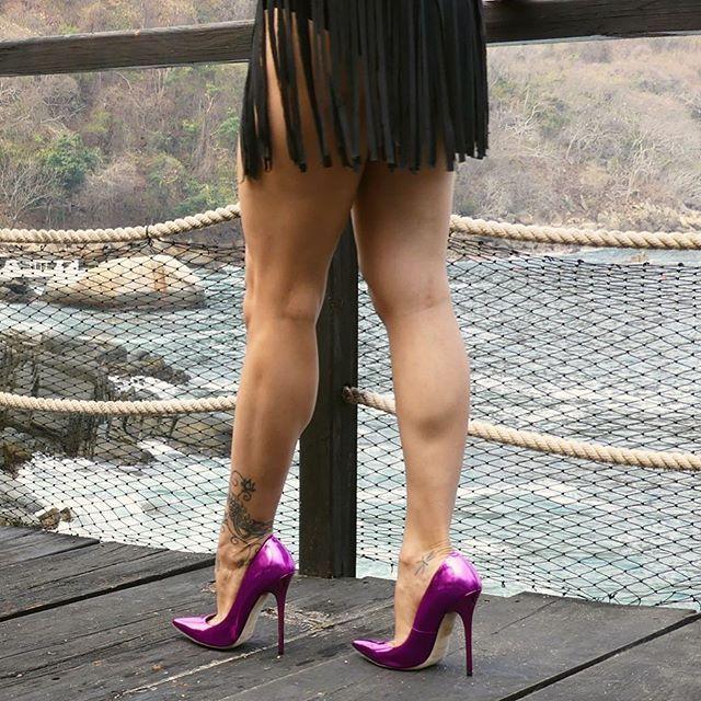 Amateur polaroid legs spread