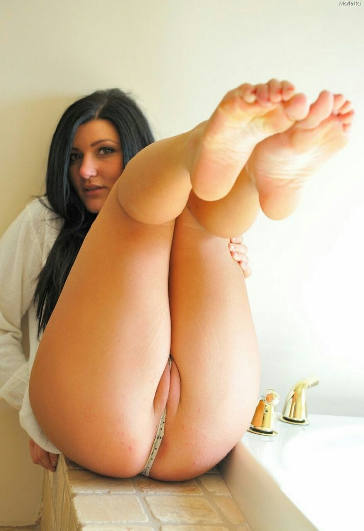 Sexy nude girls pussy ass legs