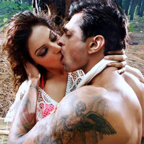 Bipasha basu hot scenes