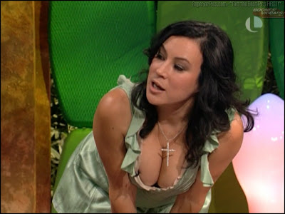 Jennifer tilly big boobs