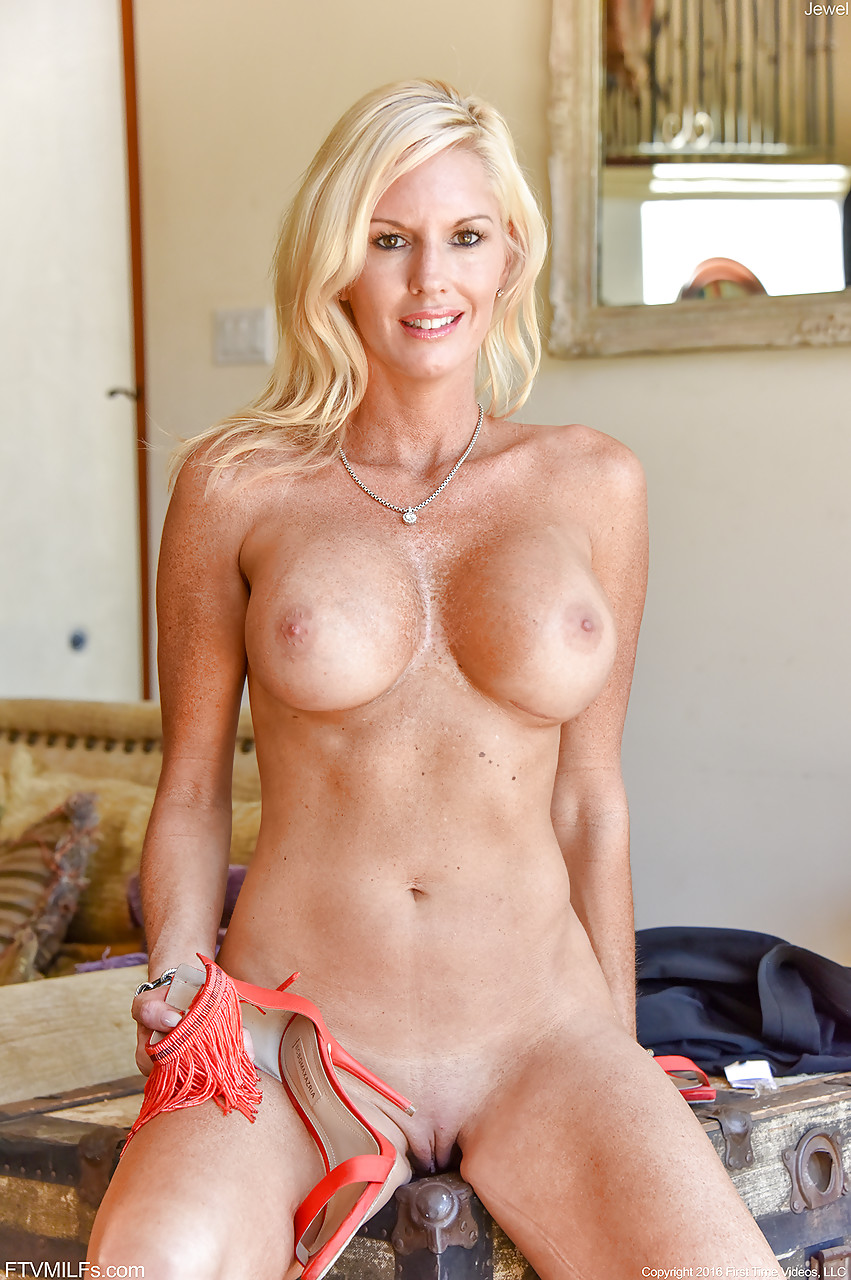 Naked blondes with shaved pussy
