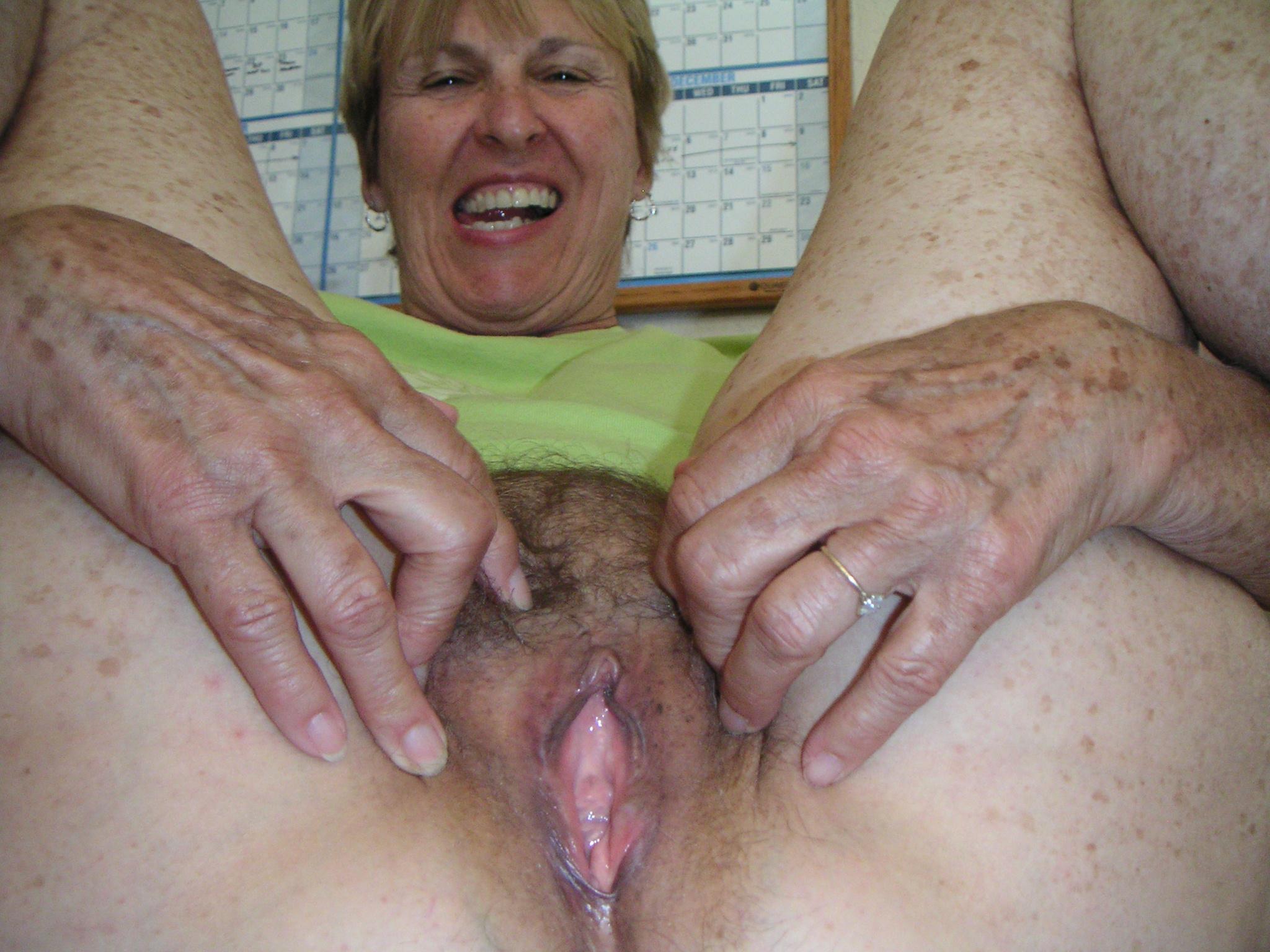 Free porn pics hairy pussy spread